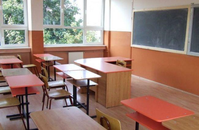Aproape jumătate din şcolile judeţului se închid şi se revine la cursuri online